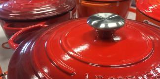 The Le Creuset Dutch oven. What makes them so good. (In the picture many Le Creuset Dutch ovens on display).