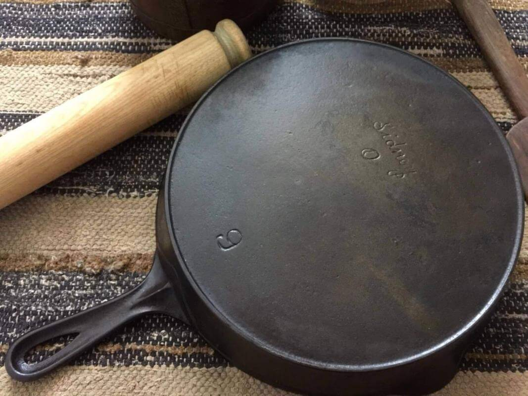 Sidney Hollow Ware skillet with fancy logo