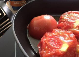 Tomatoes cooking in cast iron. What are the benefits of enamel cast iron? Well you can cook acidic foods such as tomatoes.