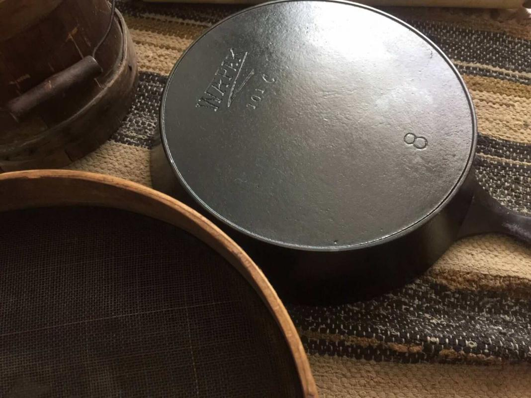 Wapak cast iron skillet made by Wapak Hollow Ware Co. Skillet is face down to show the Z Wapak logo