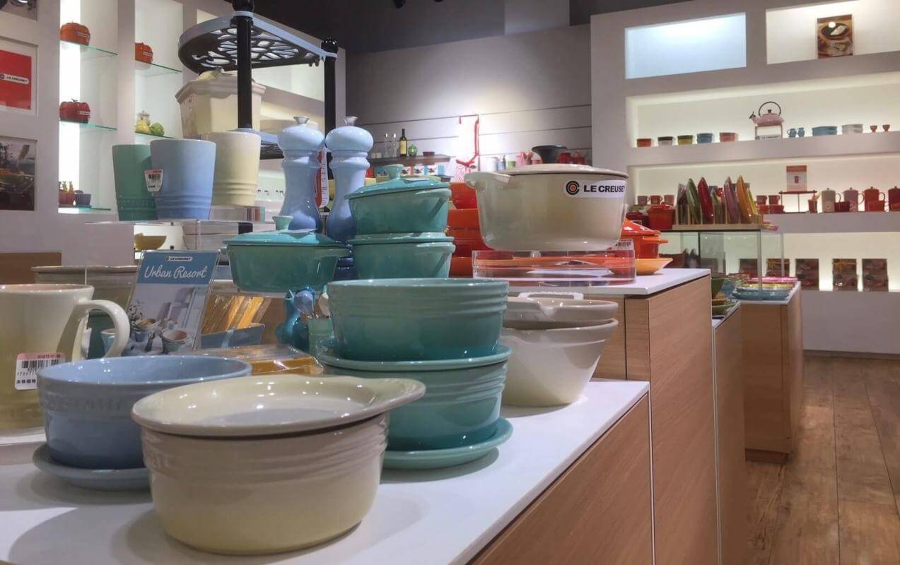 Why is Le Creuset so expensive? Le Creuset store.