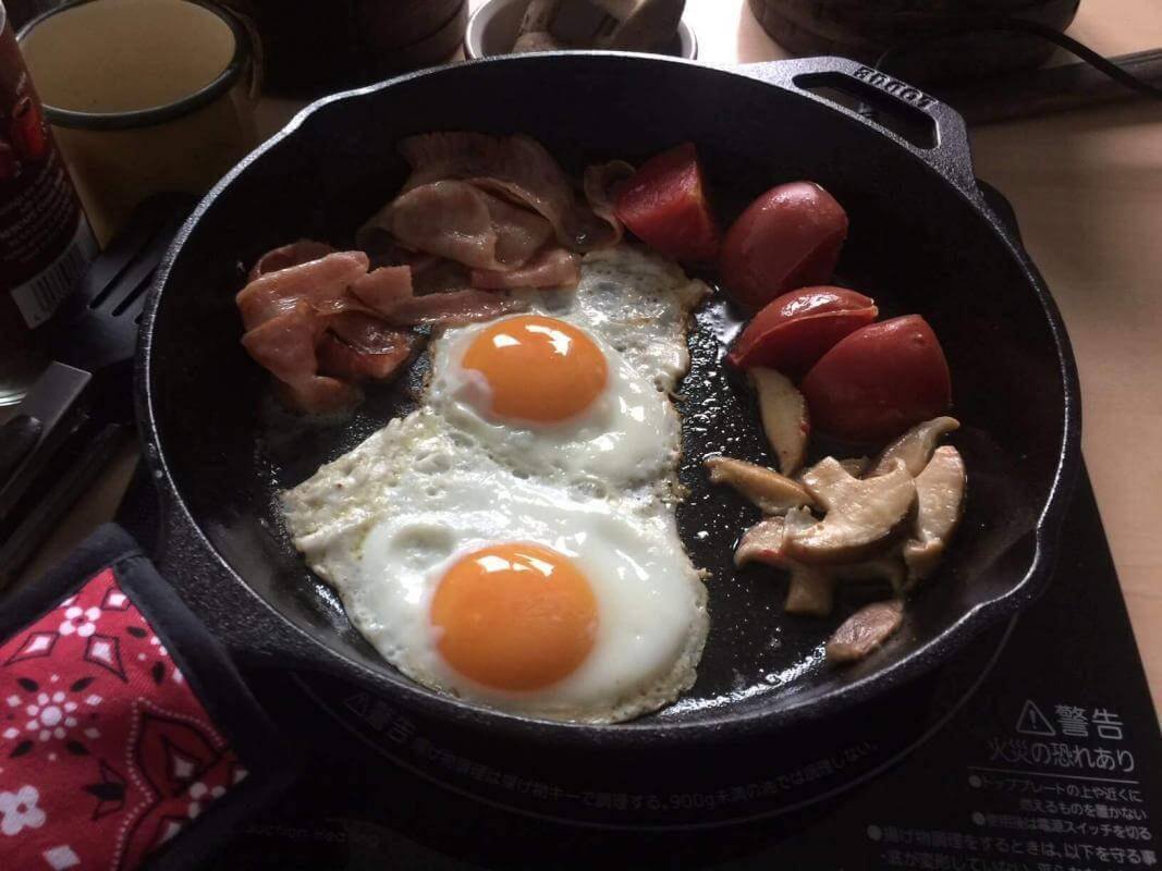 Can you cook tomatoes in cast Iron? Cooked breakfast in a cast iron skillet.