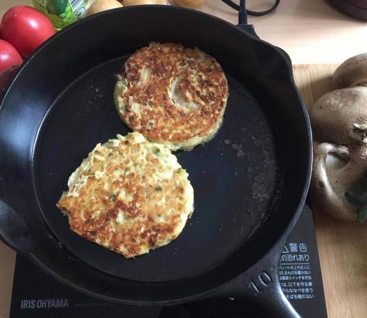 Antique Wagner cast iron skillet cooking Okonomiyaki