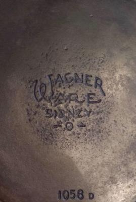 Wagner Ware Sidney 1058 cast iron skillet center logo
