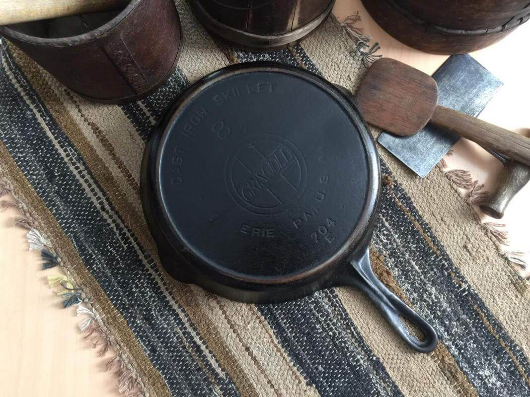 Griswold cast iron skillet No 8with EPU.
