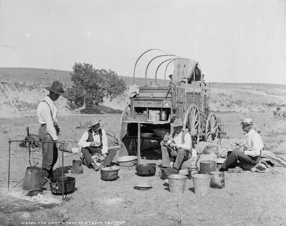 Chuckwagon and pioneers cooking