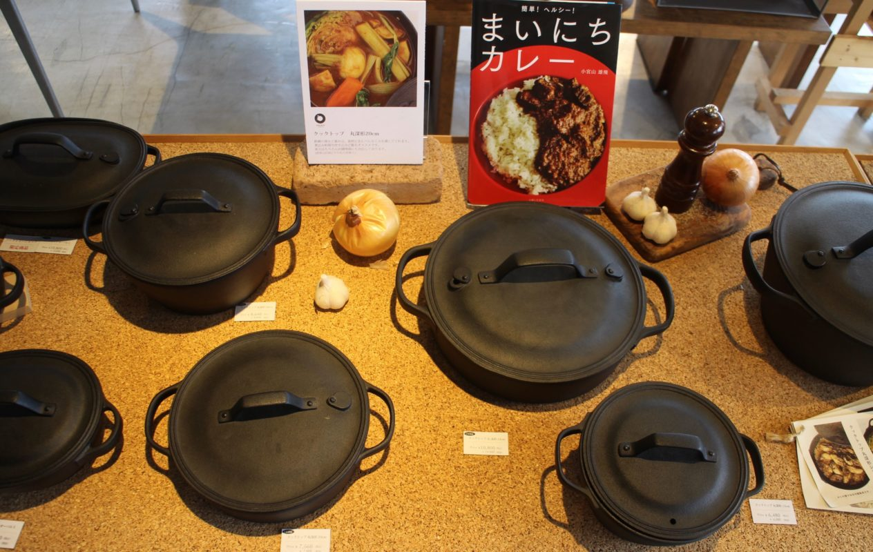 Oigen cast iron Dutch Ovens