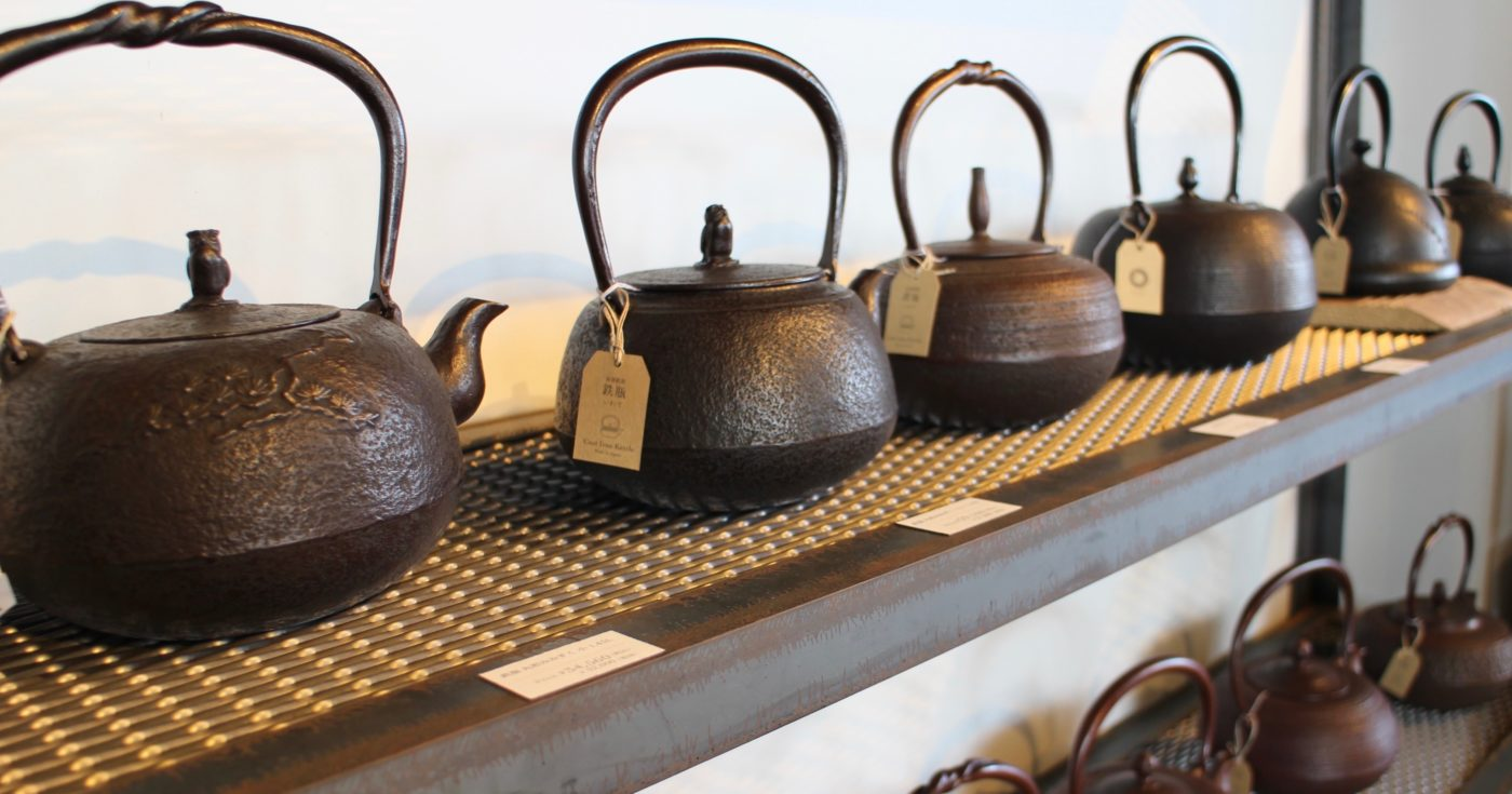 Display of Oigen cast iron kettles
